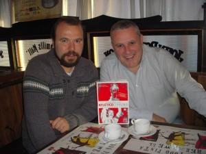 Miguel Ángel Guijarro y Fernando Ramos tomando un café.