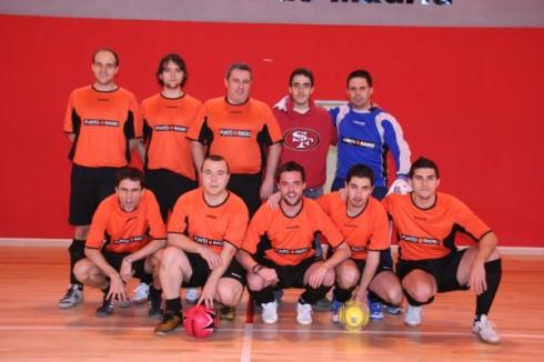 Año 2009. Equipo de fútbol de la redacción en Madrid de Punto Radio
